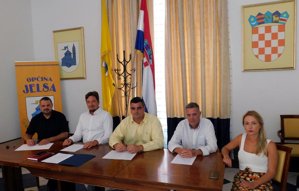 U Jelsi potpisan memorandum o suradnji općina i gradova za zaštitu prirodnog zvjezdanog neba iznad otoka Hvara i Brača